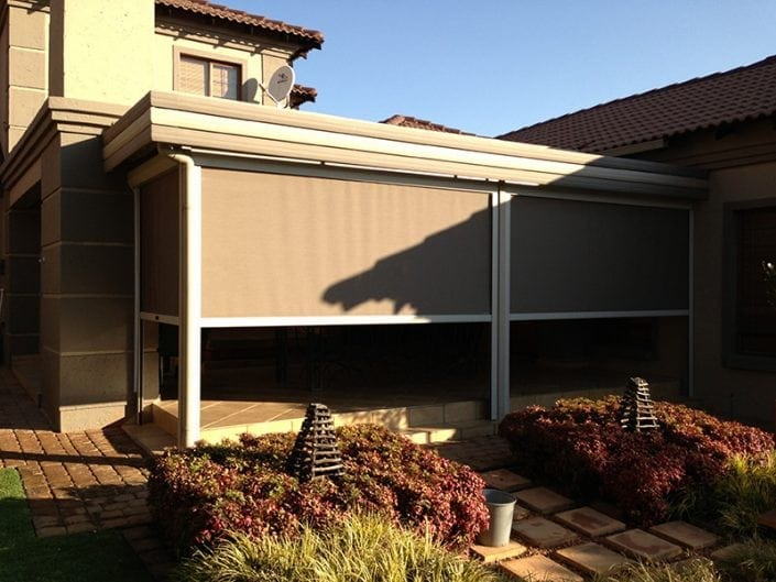 outdoor-roller-blinds